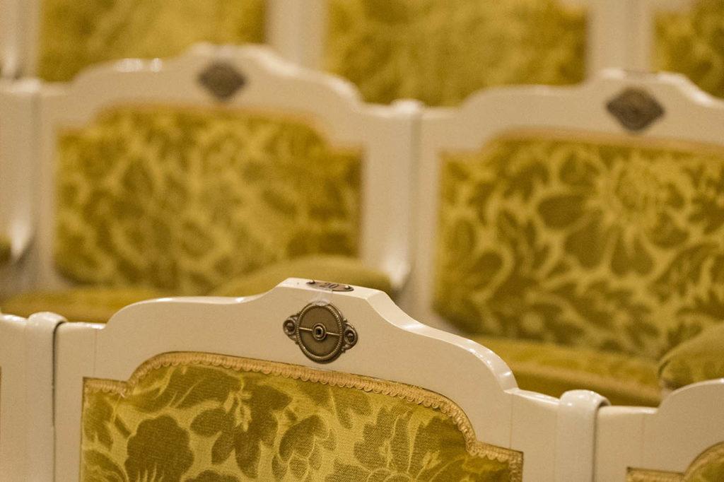 L'Opéra de Vichy - les fauteuils de la salle de théâtre